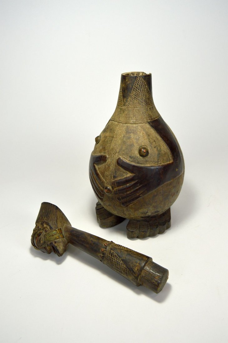 Highly Stylized Songye Palm Wine Figural wooden vessel - 7