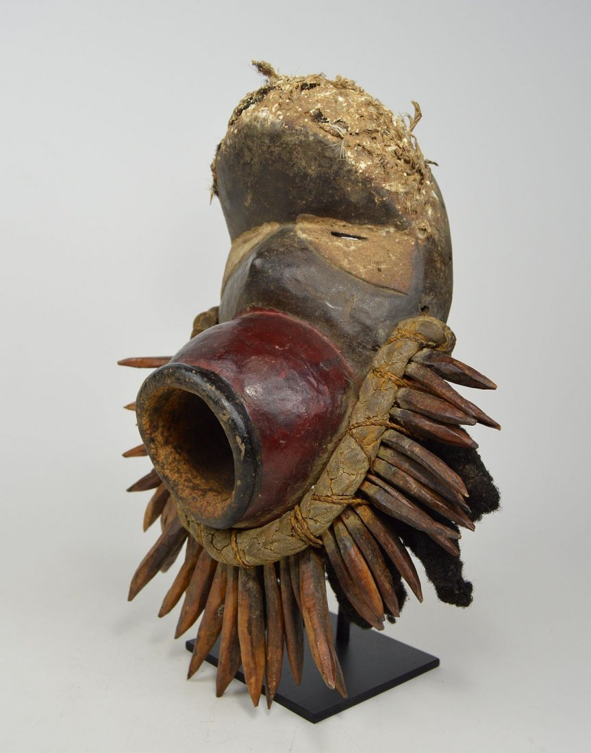 Fantastic Red Dan mask with large open mouth