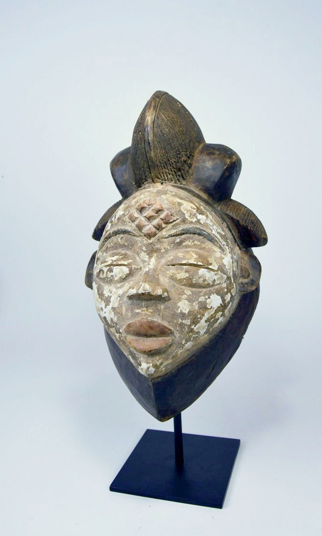 A Punu African mask