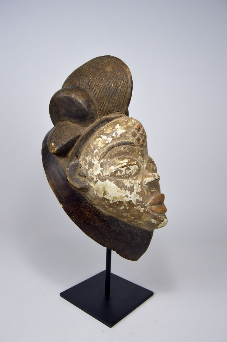 A Punu African mask - 2