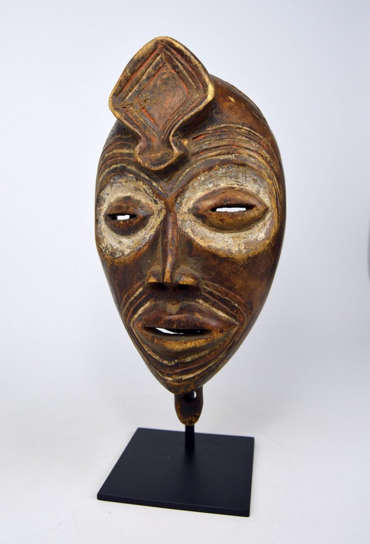 An ornately carved Bena Lulua African mask