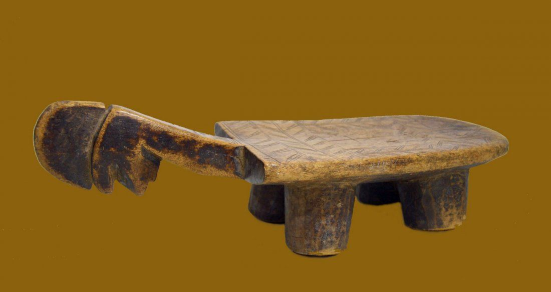 OLD MOSSI STOOL IN ZOOMORPHIC FORM