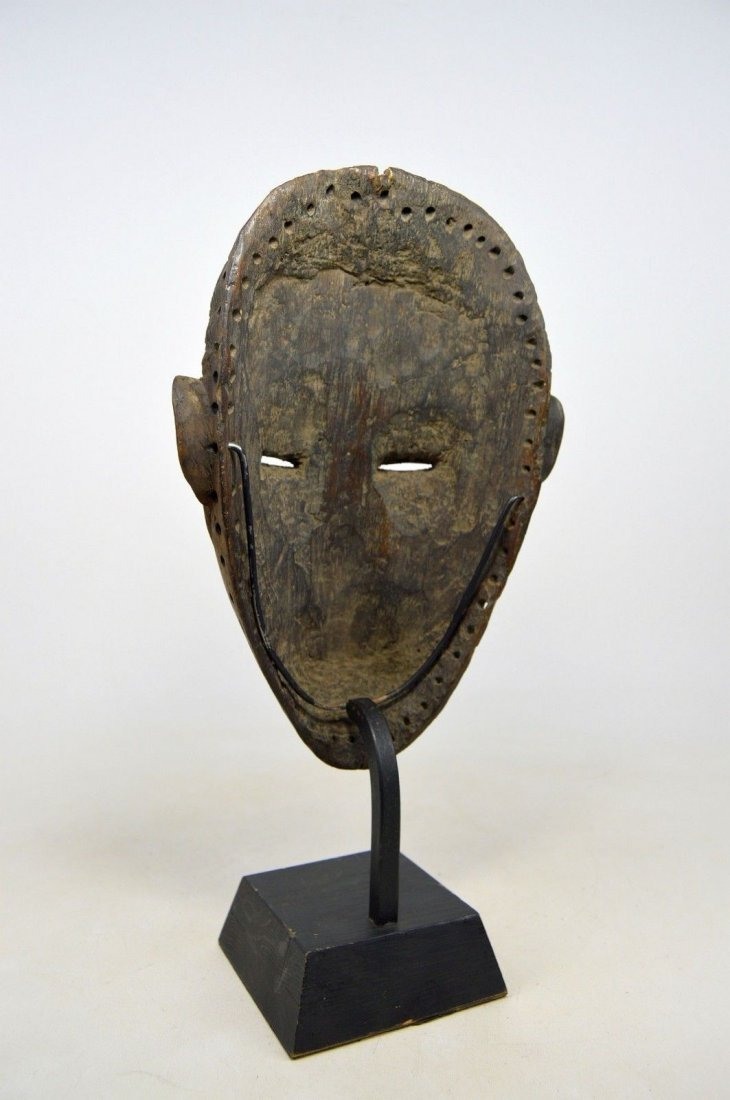 SERENE OLD DAN AFRICAN MASK WITH RED ACCENT - 10
