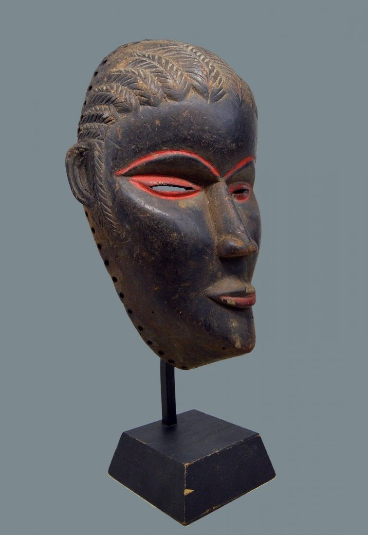 SERENE OLD DAN AFRICAN MASK WITH RED ACCENT