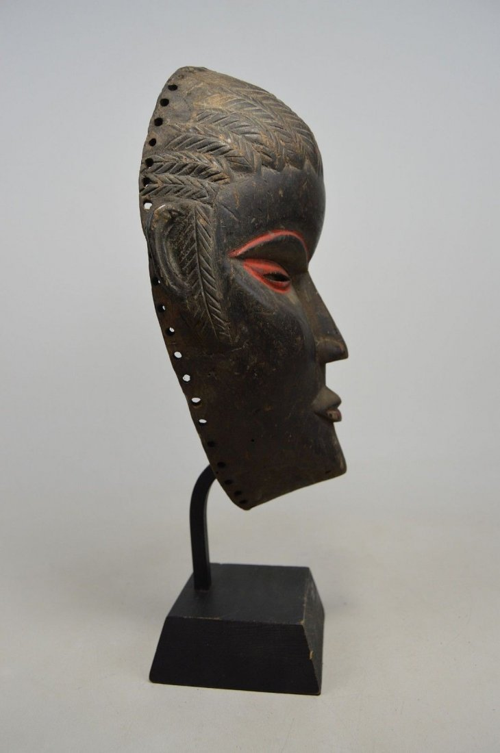 SERENE OLD DAN AFRICAN MASK WITH RED ACCENT - 9