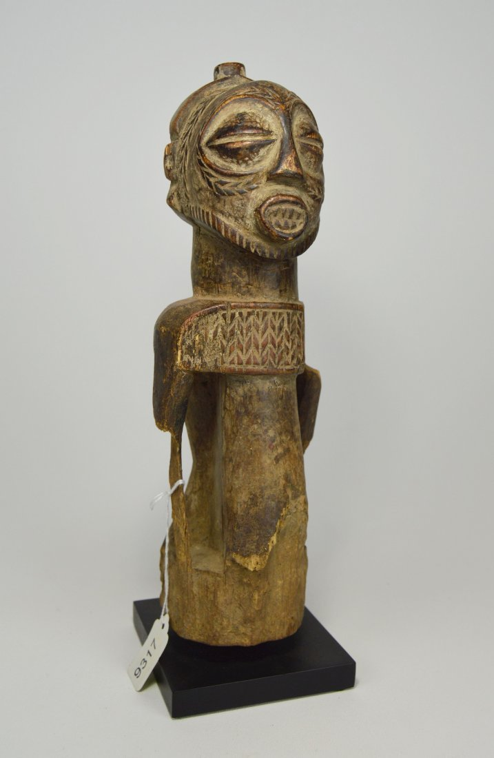 Archaic Bembe Ancestor sculpture, Eroded old statue