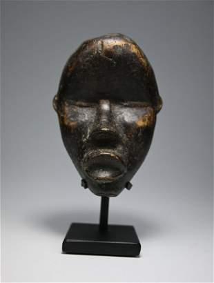A Dan Passport mask Ex Charles Jones 1993
