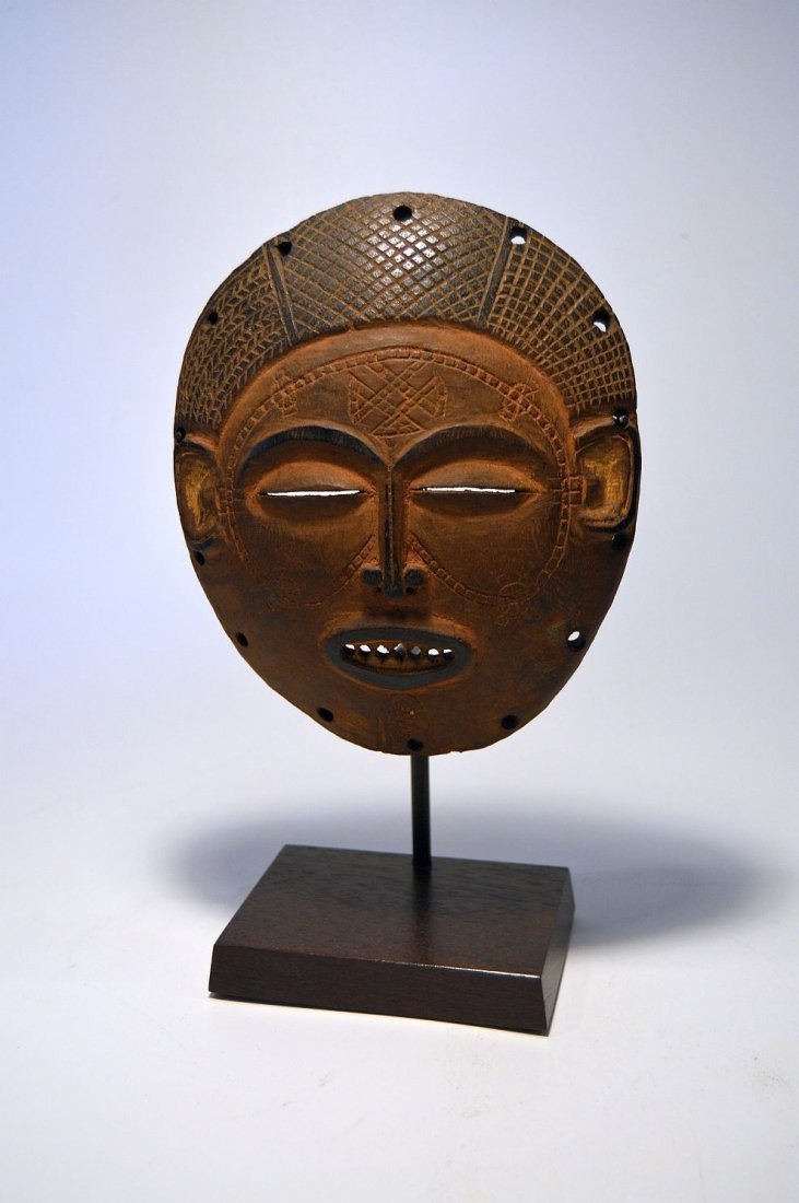 A Fine Chokwe African mask from Angola - 2