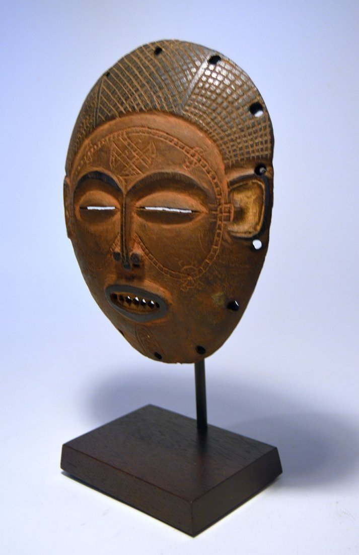 A Fine Chokwe African mask from Angola - 3