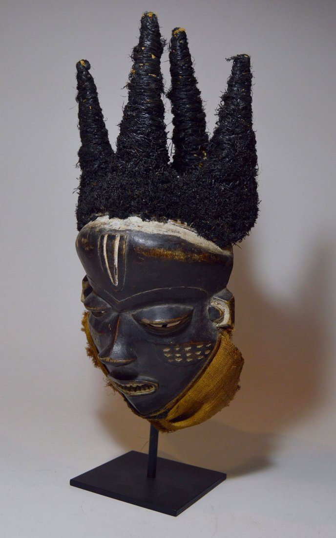 Chief's mask from the Pende , Mbuya Phumbu, African Art