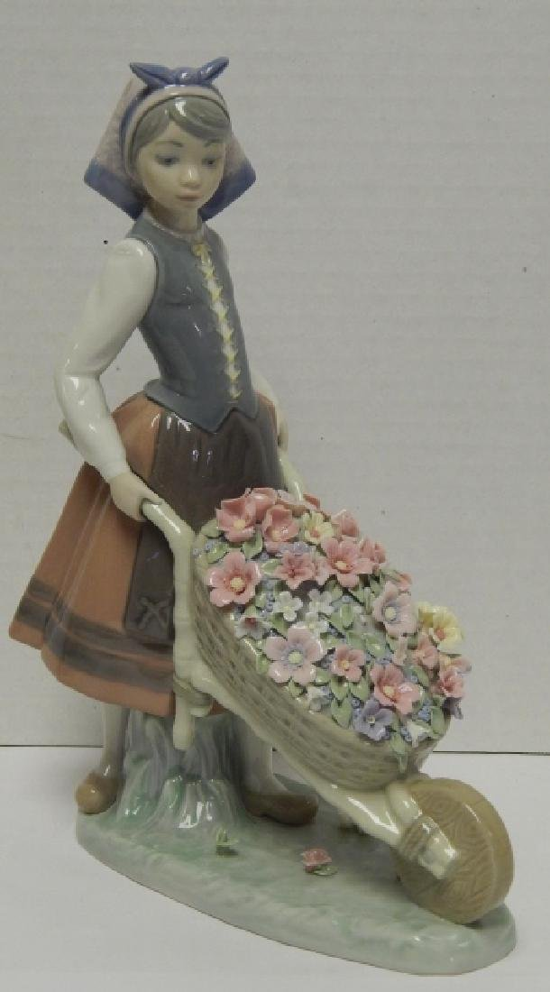 LLADRO #1419 RETIRED PORCELAIN FIGURE