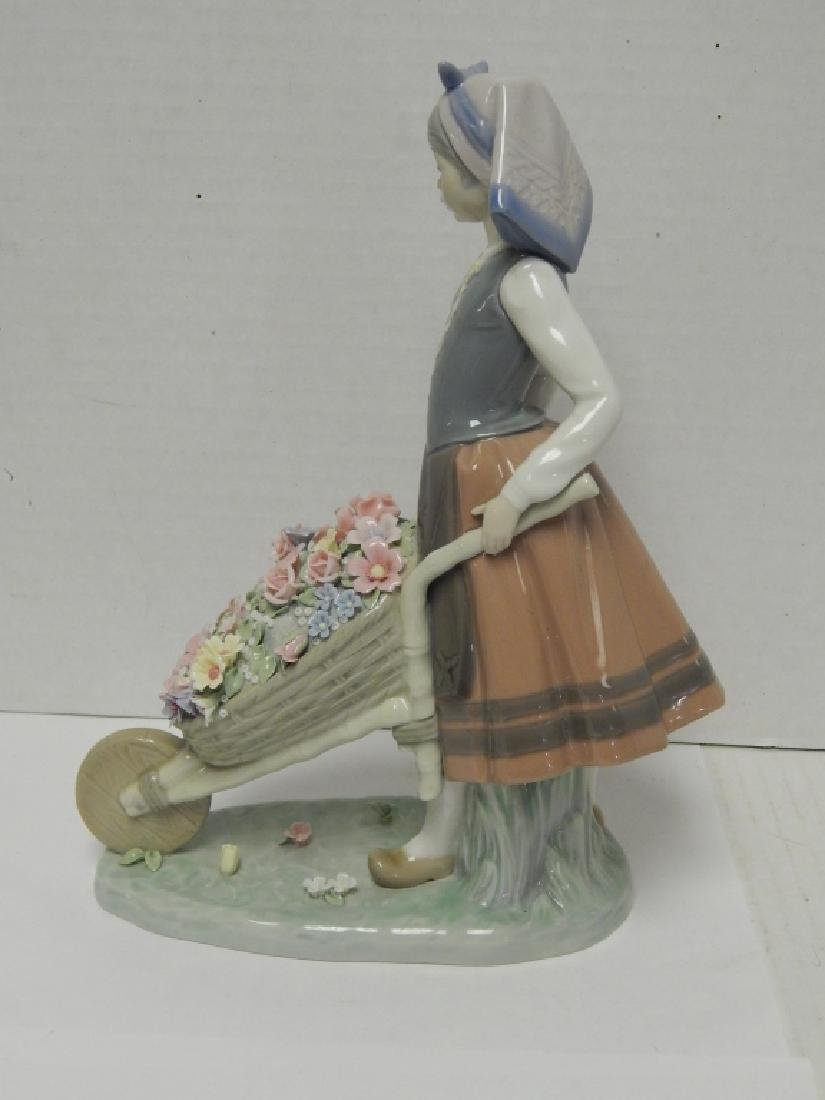 LLADRO #1419 RETIRED PORCELAIN FIGURE - 4