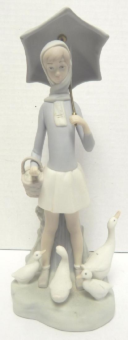 LLADRO RETIRED PORCELAIN FIGURE  GIRL W/ UMBRELLA