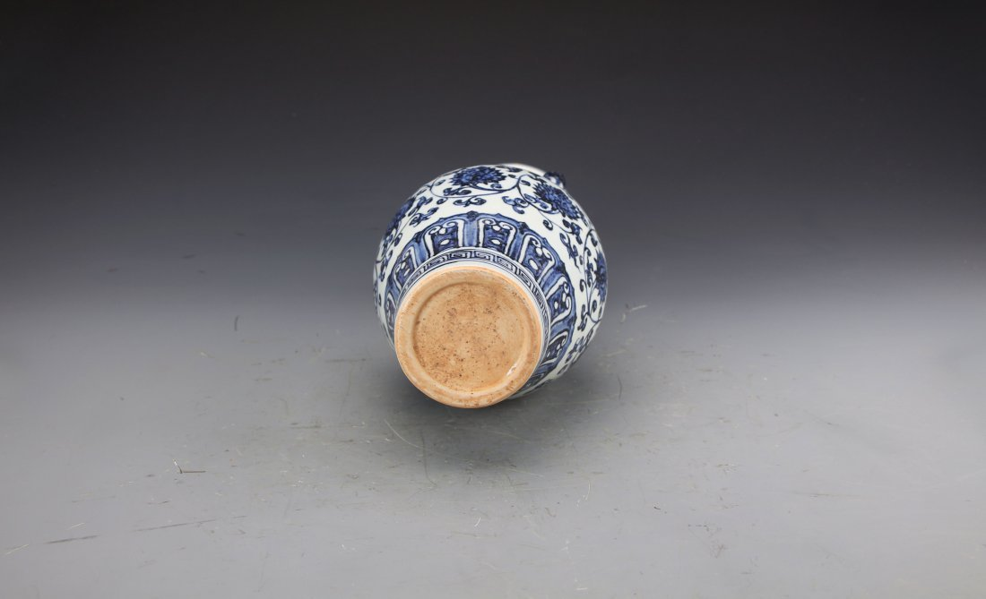 Chinese Blue and White Vase With Handles Painted with - 4