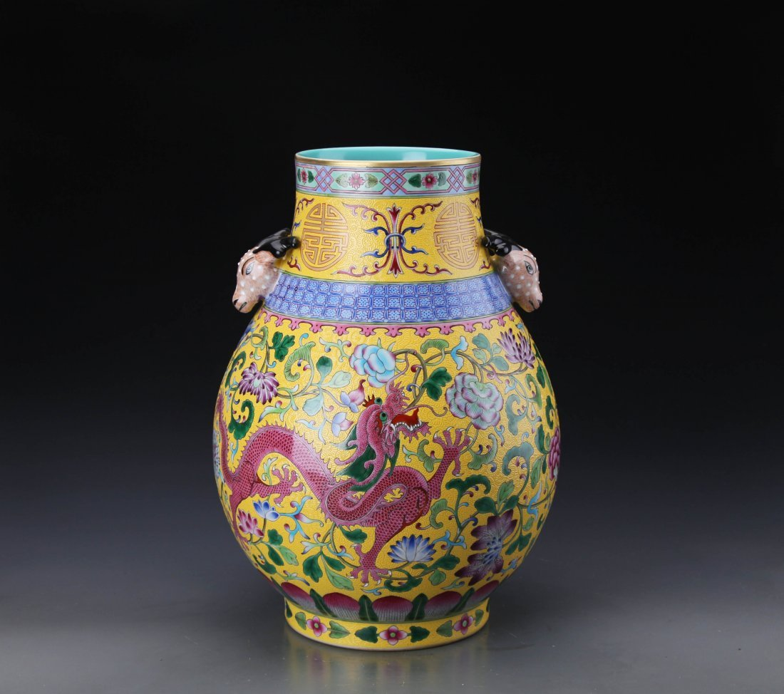 "A ""Da Qing Qian Long Nian Zhi""Marked Famille Rose Vase"