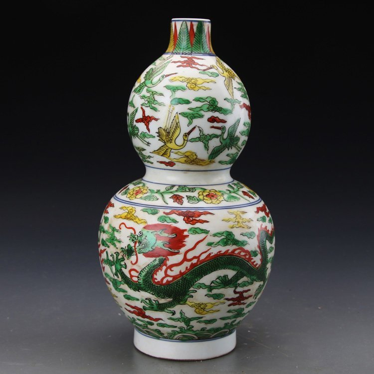 Chinese Wucai Groud Shaped Vase Painted with Dragon