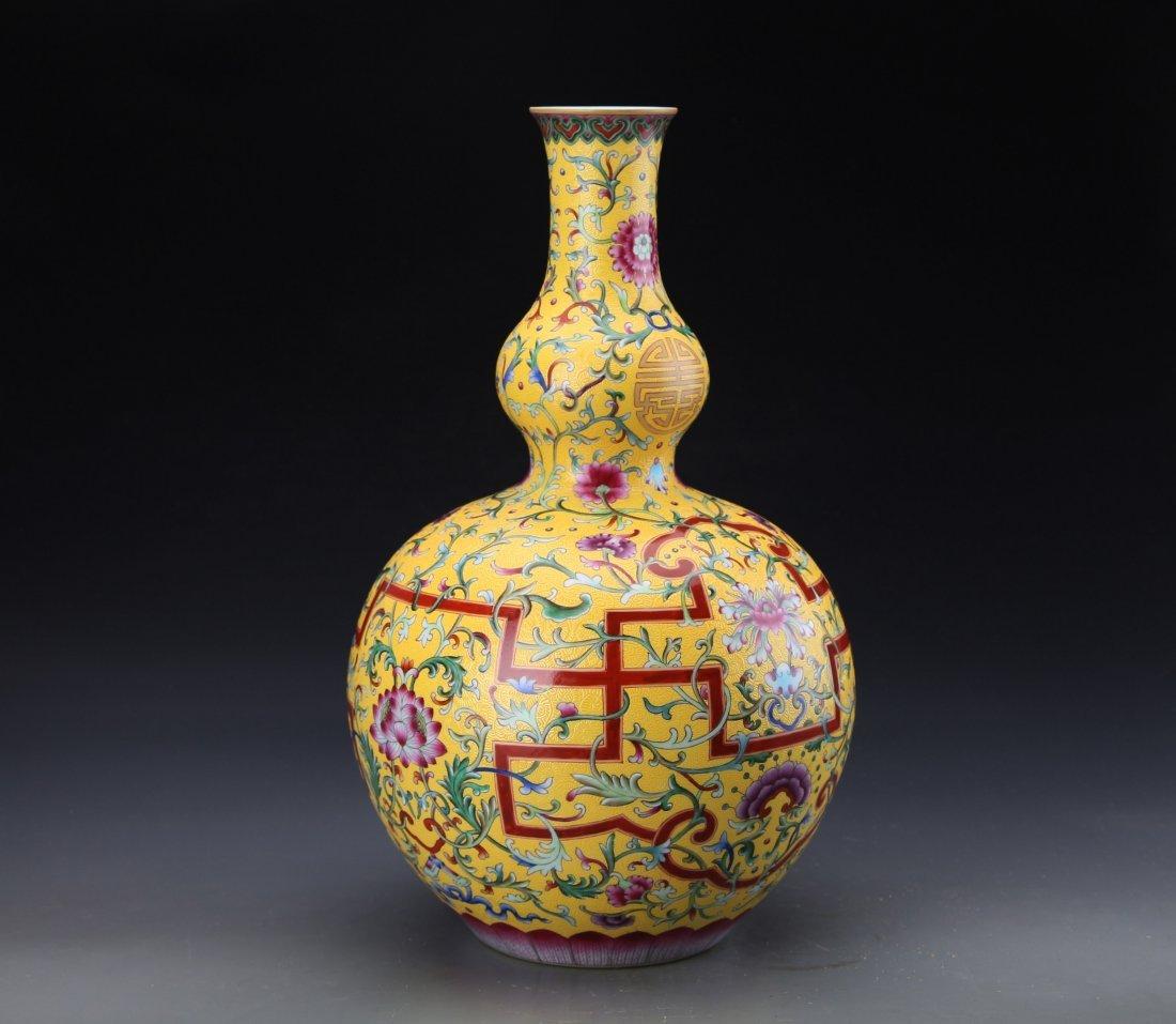 """A """"Da Qing Qian Long Nian Zhi""""Marked Famille Rose Groud - 2"""
