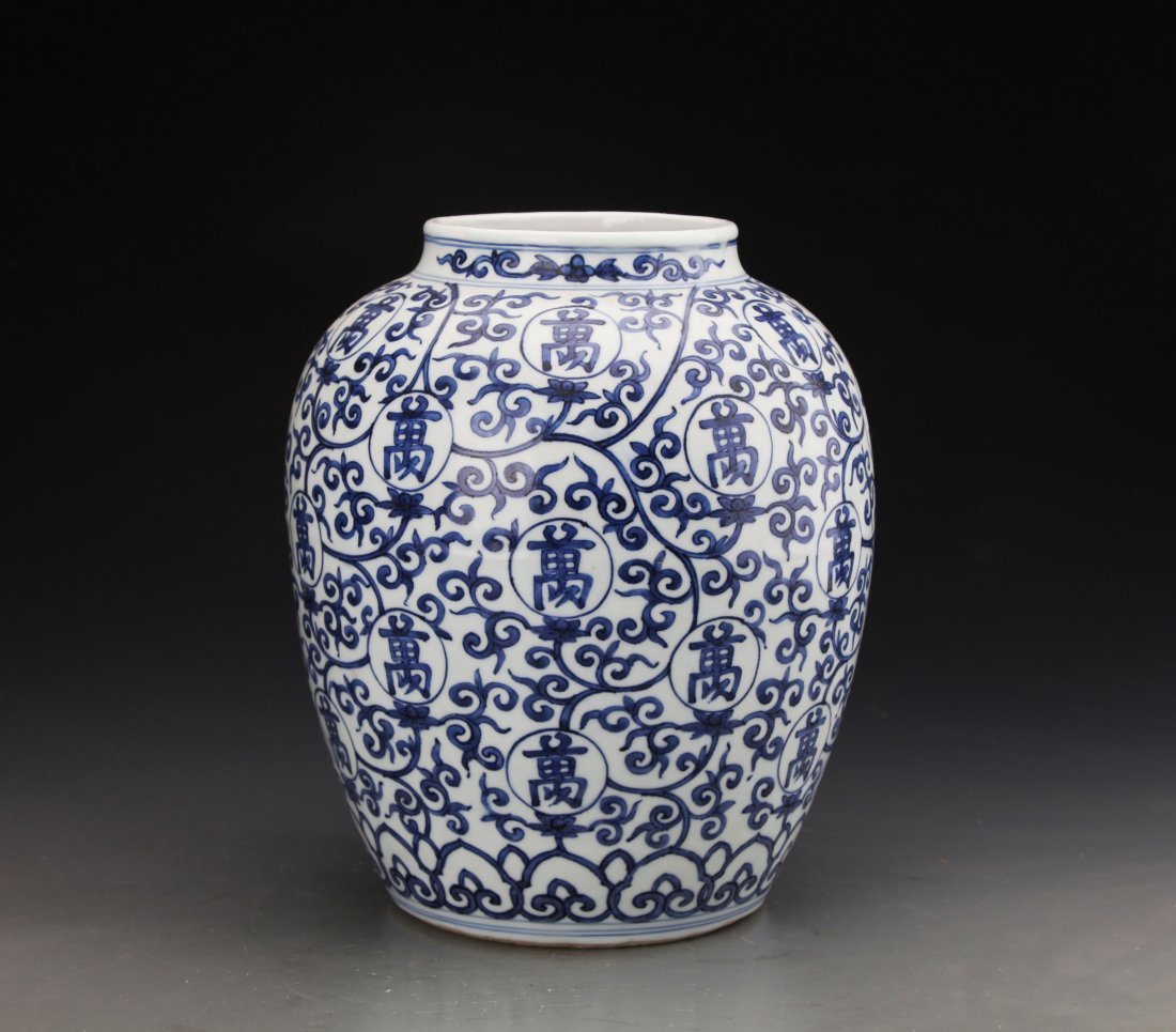 Chinese Blue and White jar Painted with Twine patterns - 2