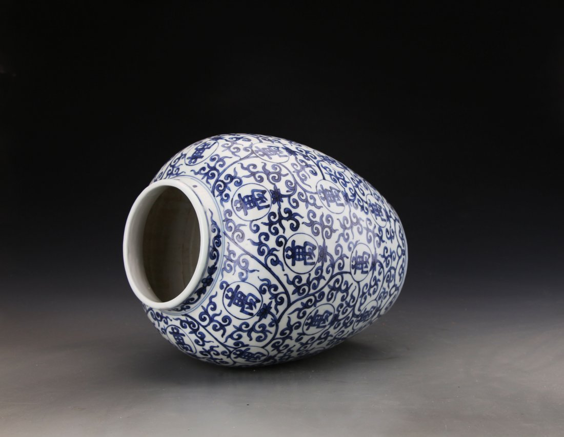 Chinese Blue and White jar Painted with Twine patterns - 3