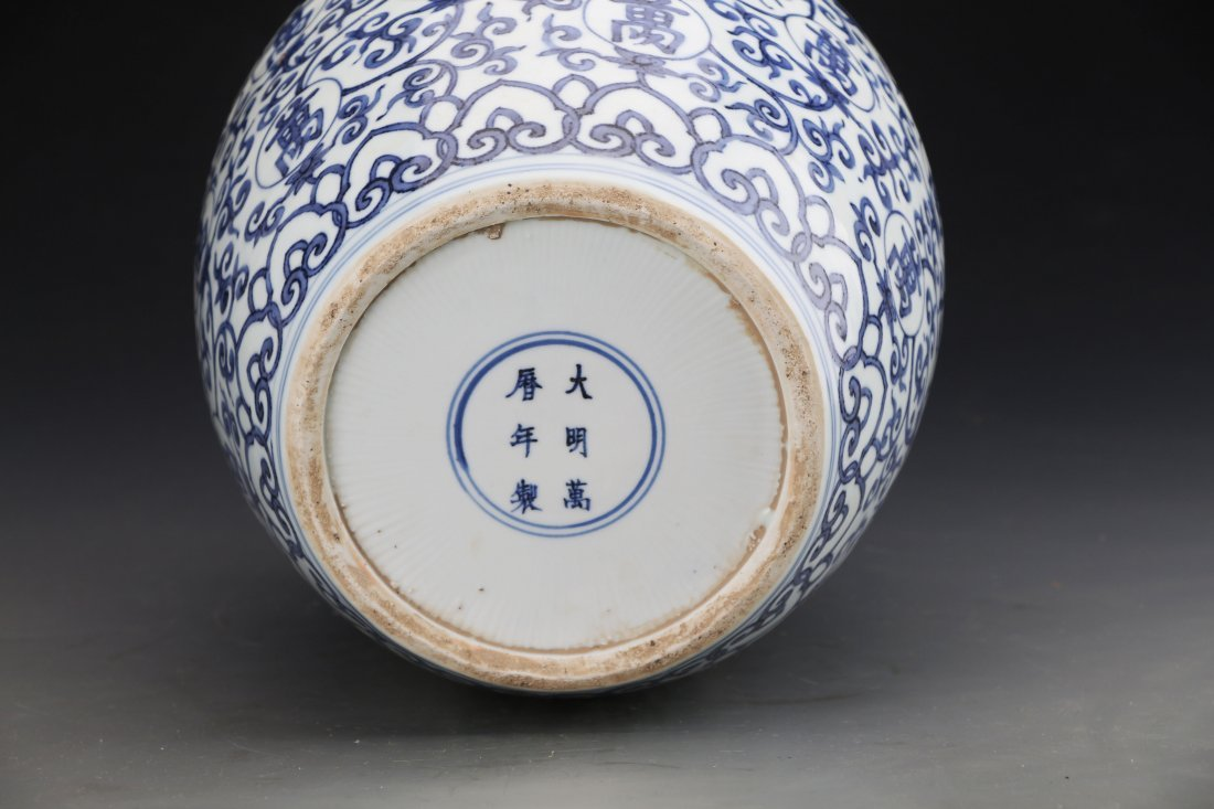 Chinese Blue and White jar Painted with Twine patterns - 5