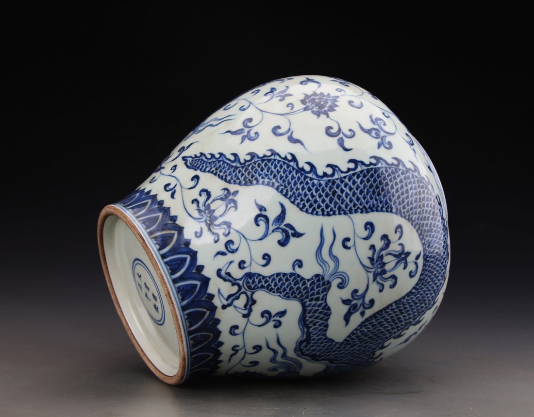 Chinese Blue and White Jar Painted with Dragon Marked - 4