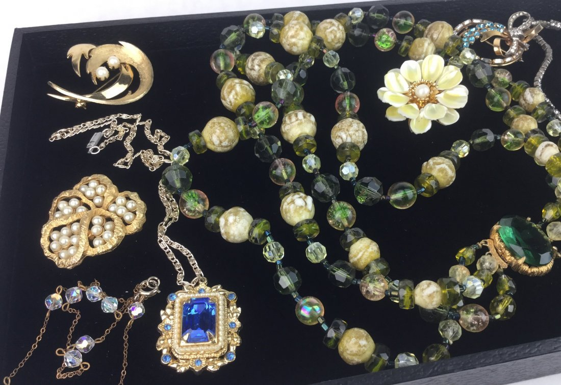 Amazing Vintage Jewelry with Signed Pieces - 2