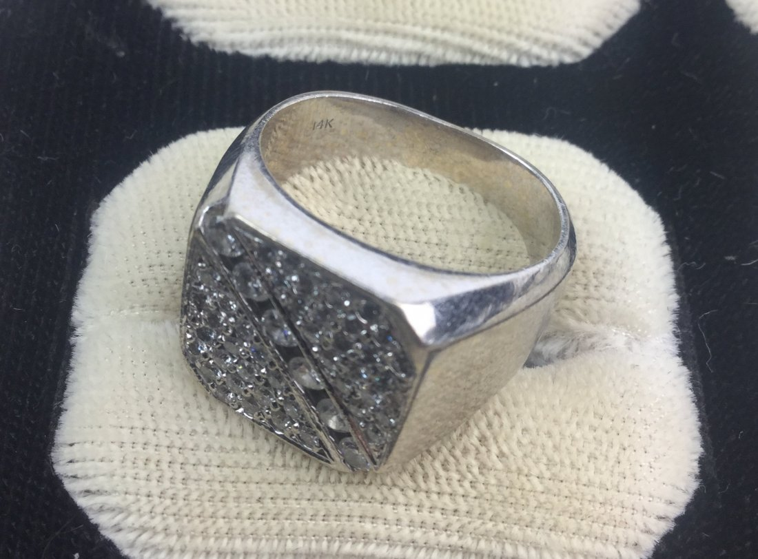14 KT White Gold Ring with Diamonds Total Weight: 16 gm - 3