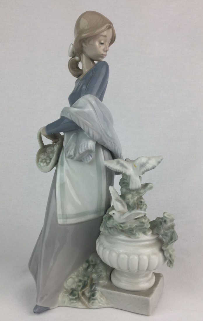 Gorgeous Fine Porcelain Lladro #5146 In the Garden