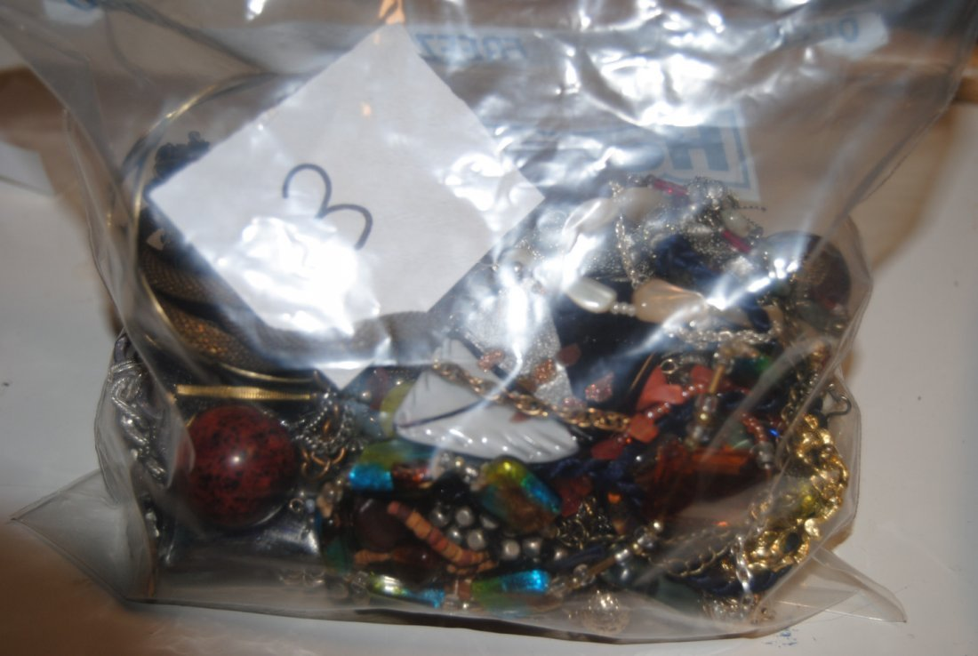 2LB ECLECTIC MULTI-TONED ASSORTED JEWELRY, 9K - 9