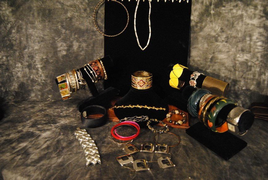 2LB BRACELET & BANGLE ASSORTED JEWELRY LOT# 8