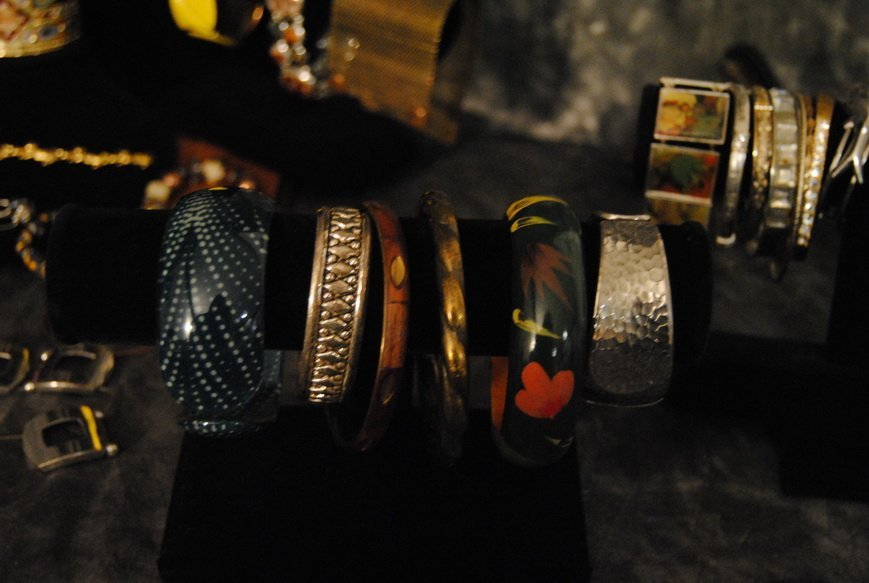 2LB BRACELET & BANGLE ASSORTED JEWELRY LOT# 8 - 3