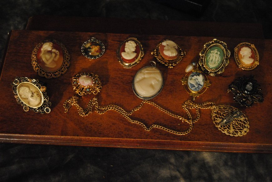 ASSORTED CAMEO JEWELRY LOT #9