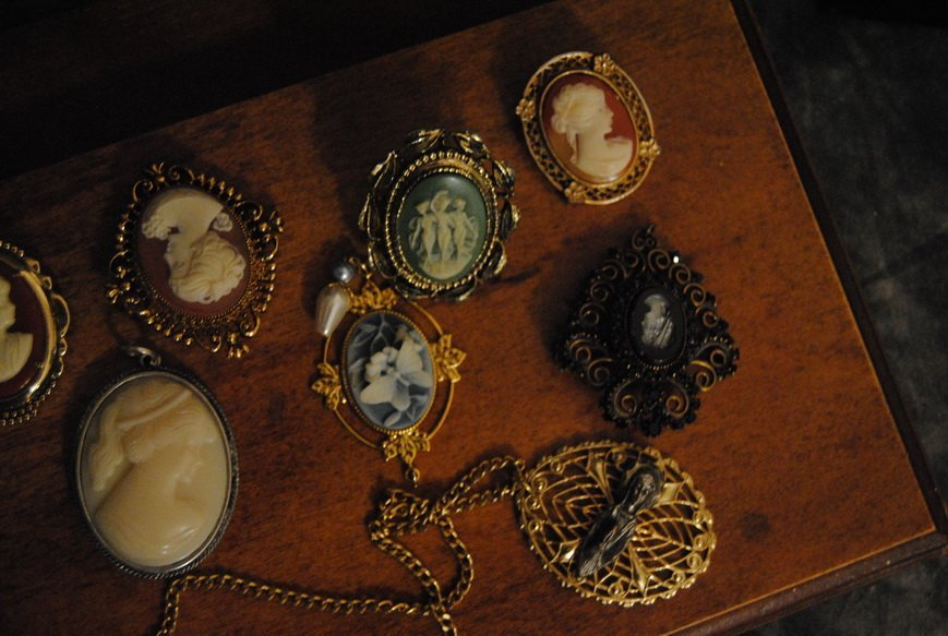 ASSORTED CAMEO JEWELRY LOT #9 - 2