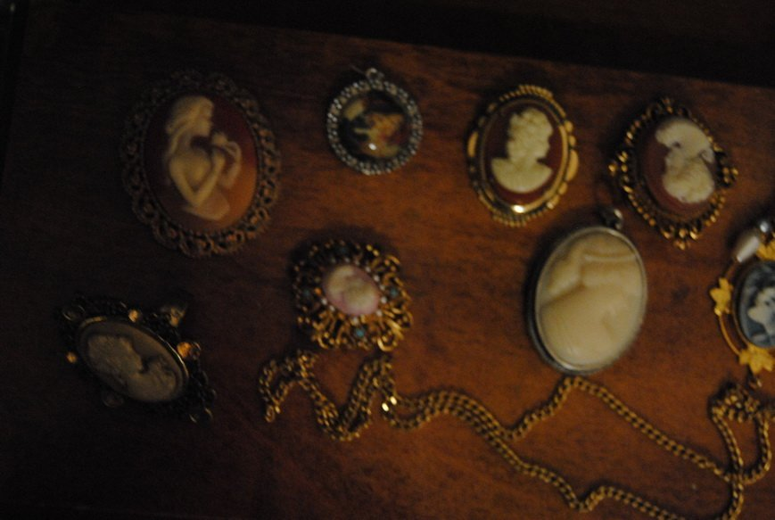 ASSORTED CAMEO JEWELRY LOT #9 - 3