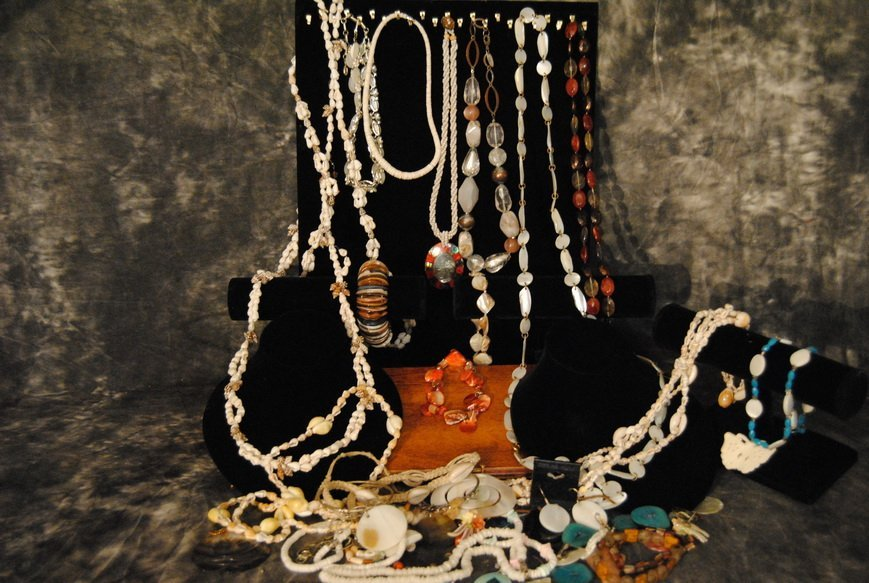 2LB ASSORTED SHELL JEWELRY LOT# 10