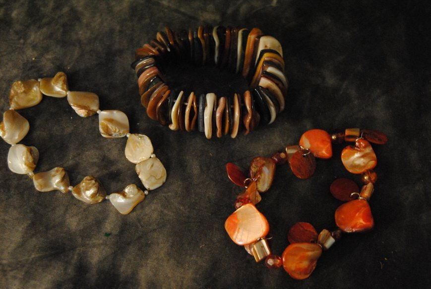 2LB ASSORTED SHELL JEWELRY LOT# 10 - 3