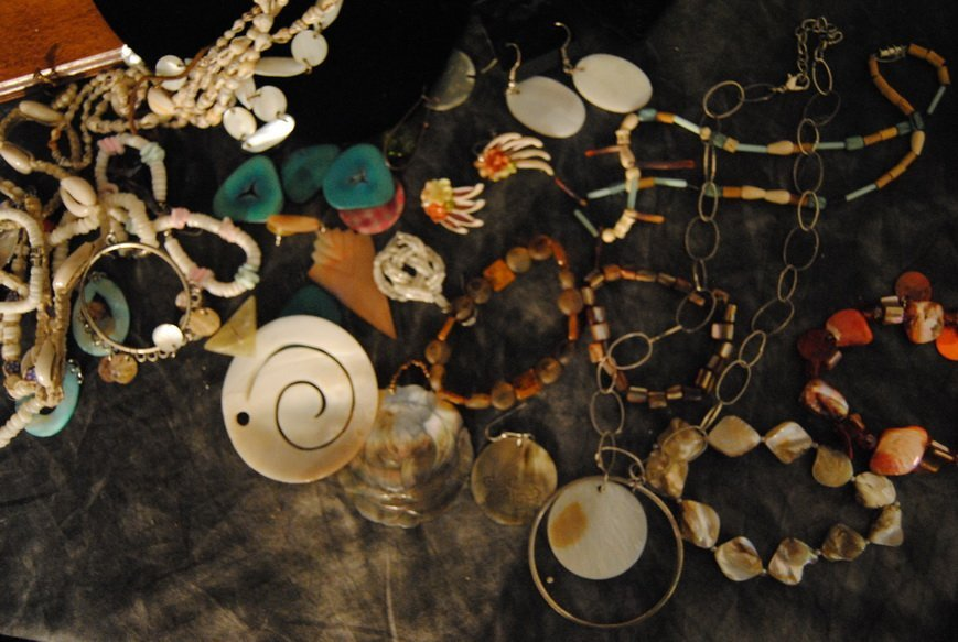 2LB ASSORTED SHELL JEWELRY LOT# 10 - 4