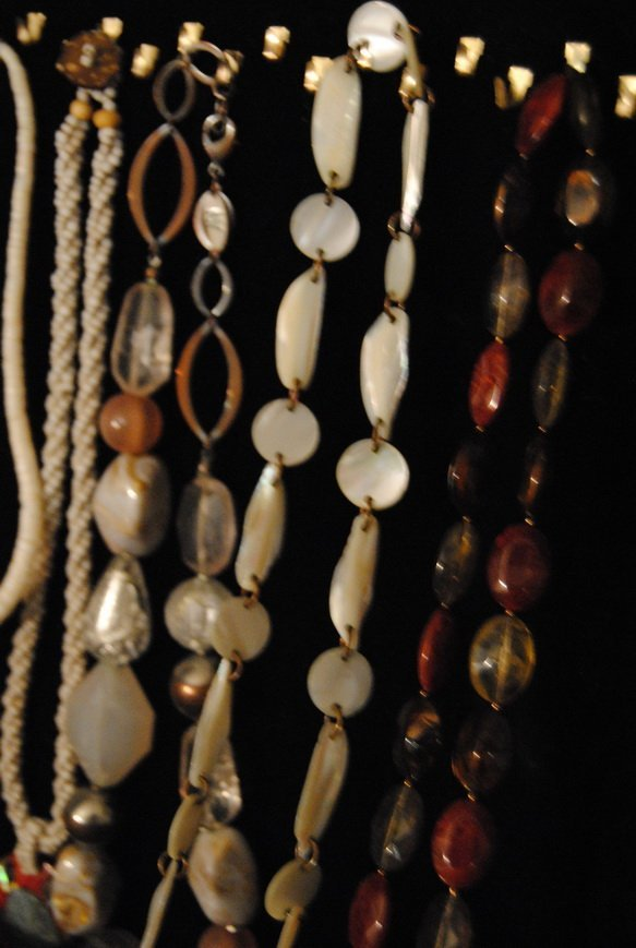 2LB ASSORTED SHELL JEWELRY LOT# 10 - 5