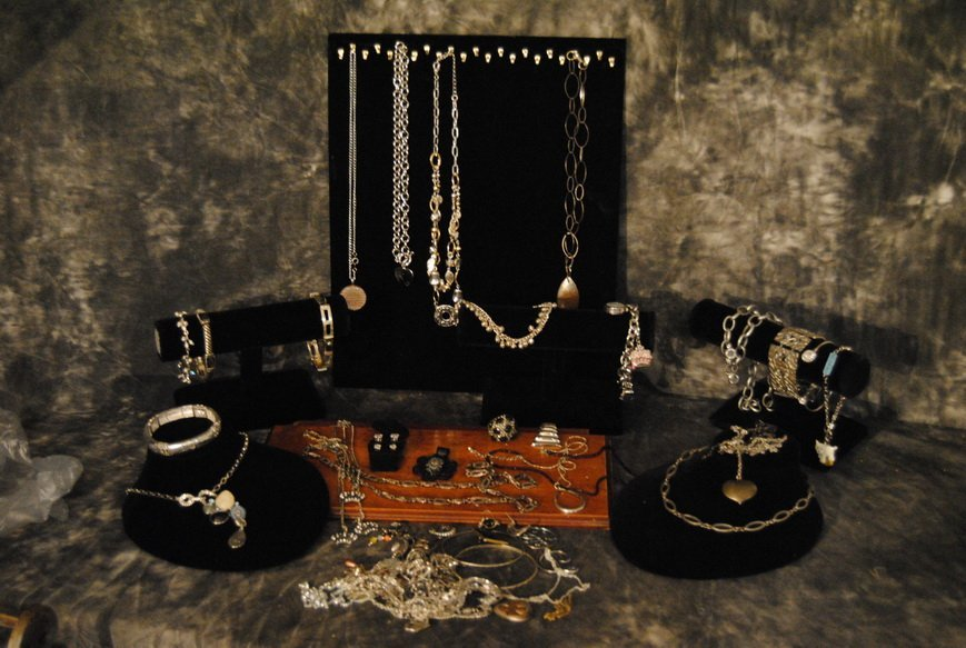 2LBS UNSEARCHED SILVERTONE MIXED ASSORTED JEWLERY