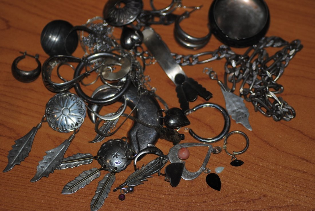 124g 925/STERLING SCRAP & LOOSE STONES MOST SIGNED