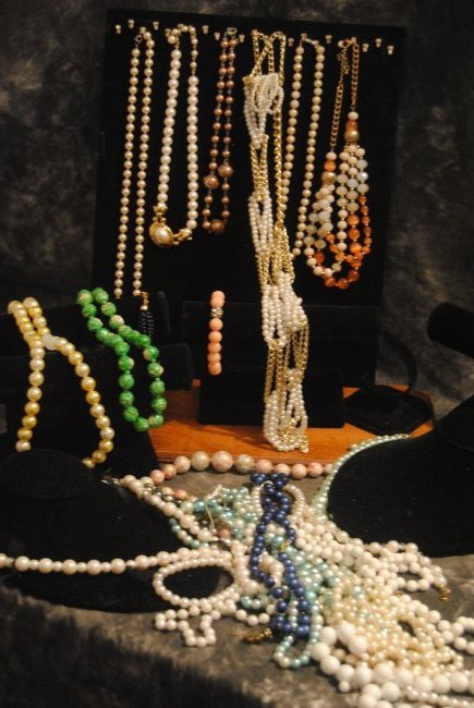 VINTAGE/MODERN MIXED NECKLACE/SIGNED PIECES & MATERIAL