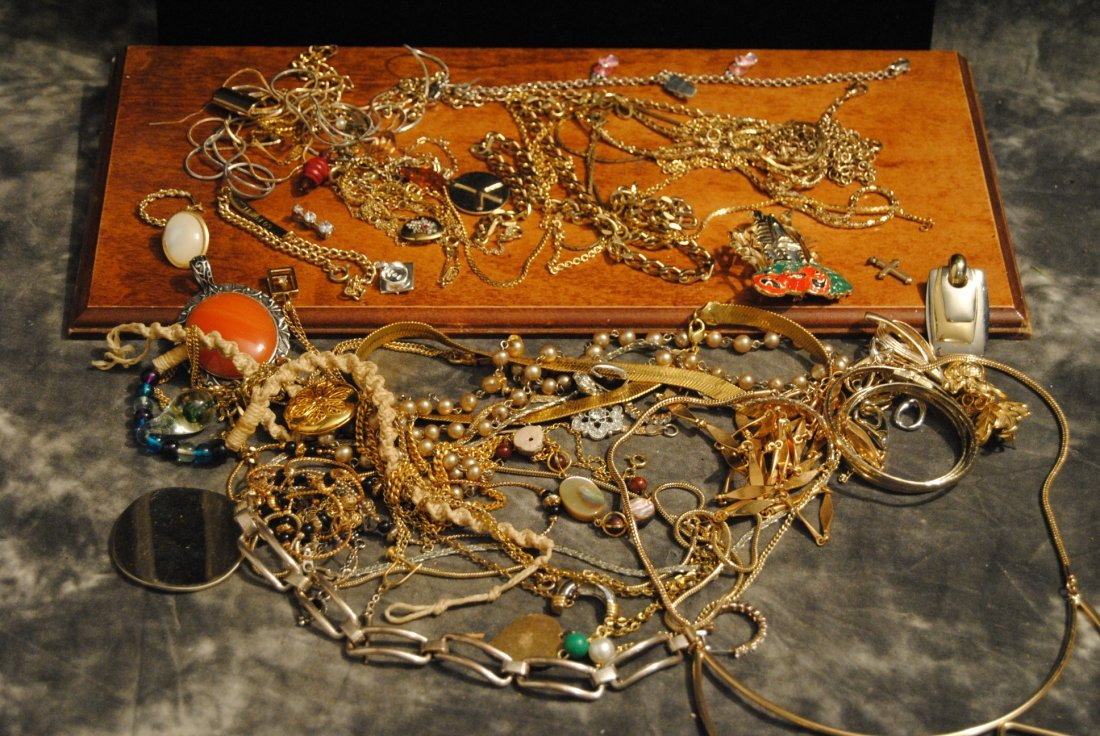 2lb 2oz LOT OF UNSORTED COSTUME,925,GOLD TONE