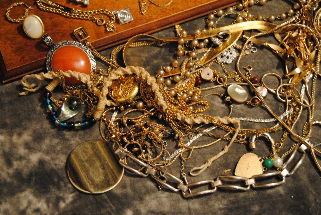 2lb 2oz LOT OF UNSORTED COSTUME,925,GOLD TONE - 2