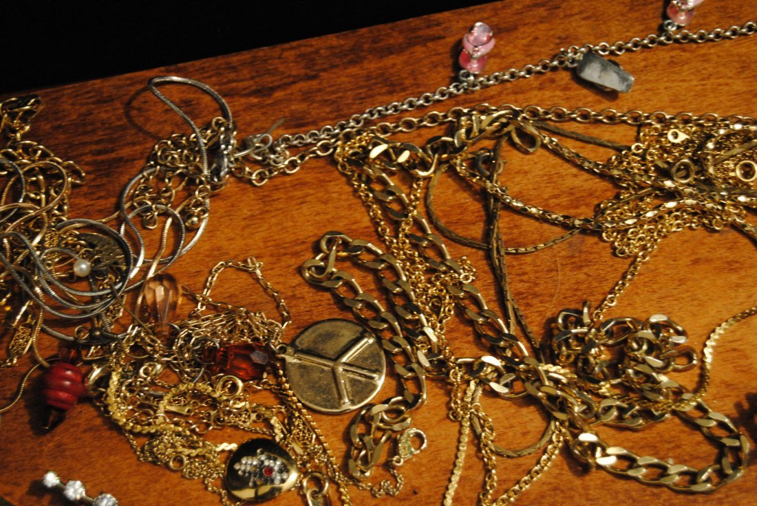 2lb 2oz LOT OF UNSORTED COSTUME,925,GOLD TONE - 4