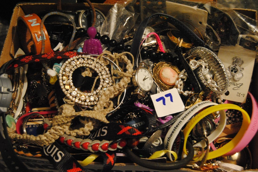 5LB ASSORTED UNSEARCHED JEWELRY WATCHES ETC.