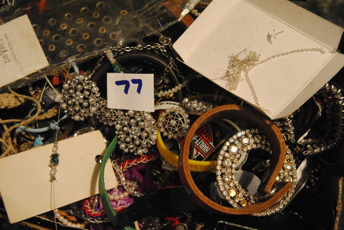 5LB ASSORTED UNSEARCHED JEWELRY WATCHES ETC. - 3