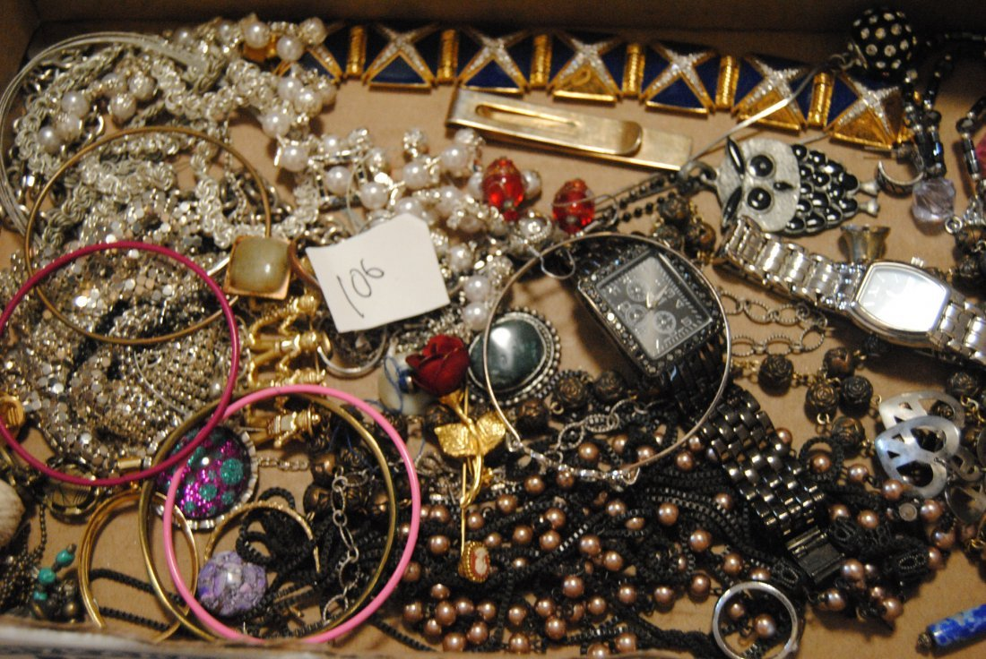 UNSORTED SILVER TONE JEWELRY