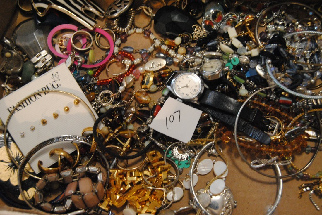 2LB UNSORTED & UNSEARCHED JEWELRY