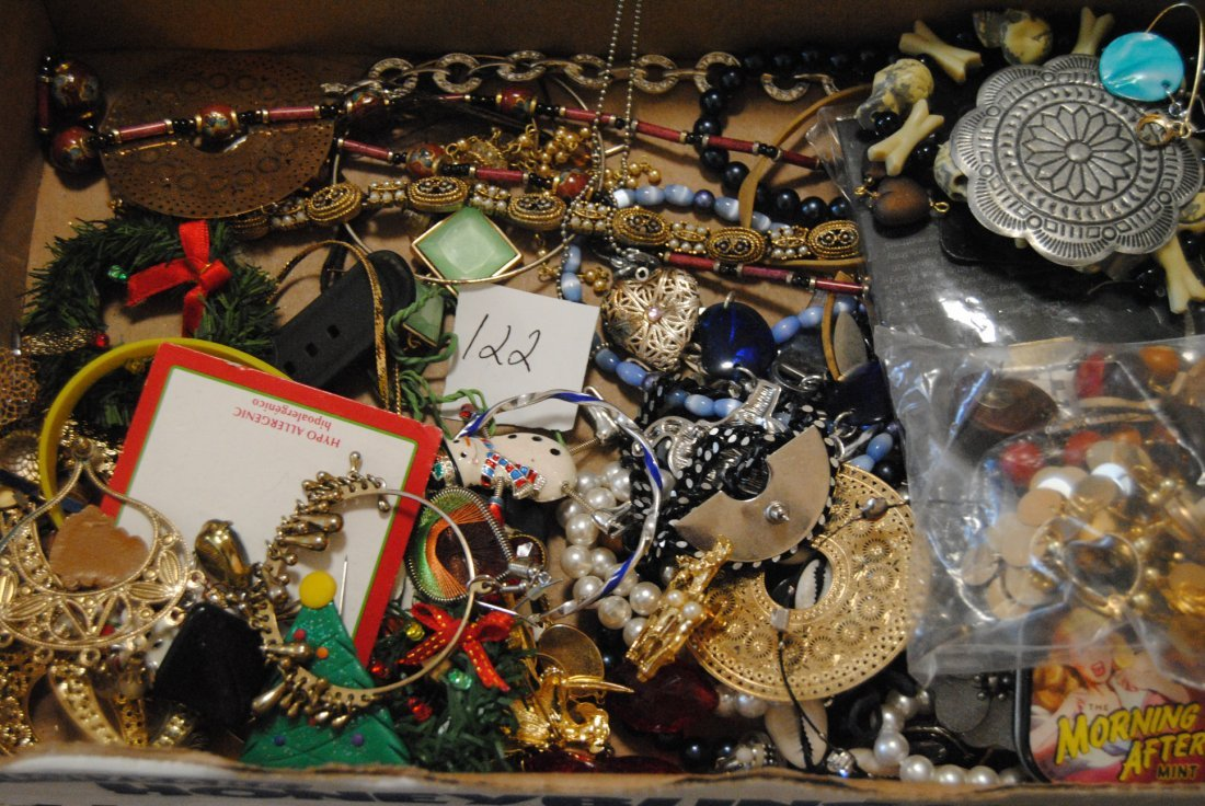 2LB UNSORTED UNSEARCHED JEWELRY
