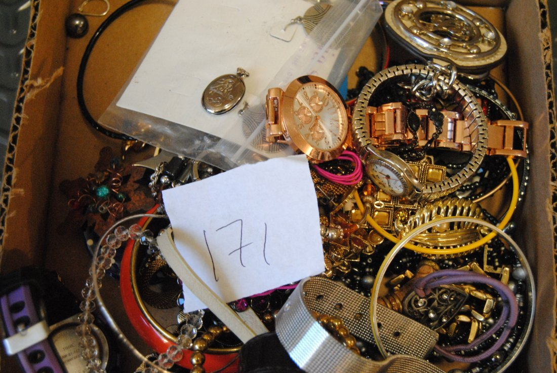 2LB UNSORTED LOT OF JEWELRY